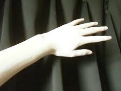 幽霊の白い手