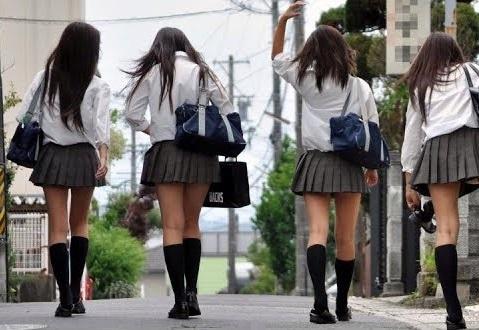 女子高生の後ろ姿