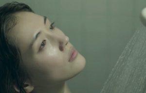 シャワーを浴びる姫子