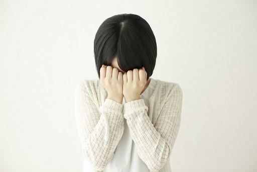 泣いてる被害女性