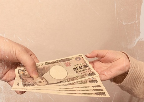 風俗嬢にお金を貸す